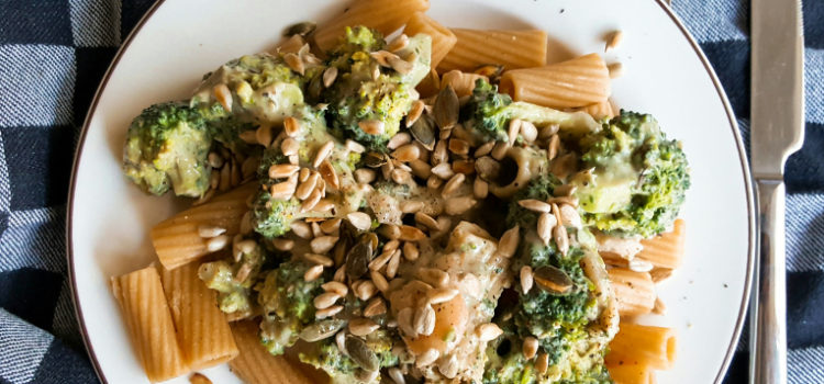 Super snelle pasta met broccoli & pesto in roomsaus