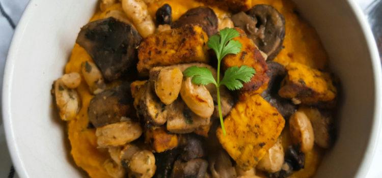 Curcuma linzensoep & gebakken champignons, bonen & tempeh
